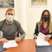 Malena Galmarini y Gastón Granados firmaron un convenio para que AySA ponga en marcha obras de agua y cloacas en Ezeiza