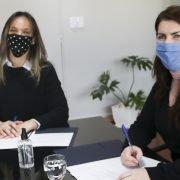 En Moreno, la Intendenta Fernández y Malena Galmarini firmaron el Convenio «Agua y Cloaca + Trabajo», para garantizar servicios básicos y movilizar la economía popular