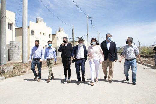 Axel Kicillof y Mariel Fernández en la entrega de 364 casas en La Perla: «No nos olvidamos de lo que veníamos a hacer», dijo el Gobernador