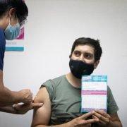Mariel Fernández presenció la primera vacunación en Moreno contra el Covid: «Es un orgullo ser uno de los 10 países que comenzó a vacunar.»