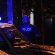 Una pareja de policías resiste un asalto a los tiros, hiere a un ladrón y reduce a otro